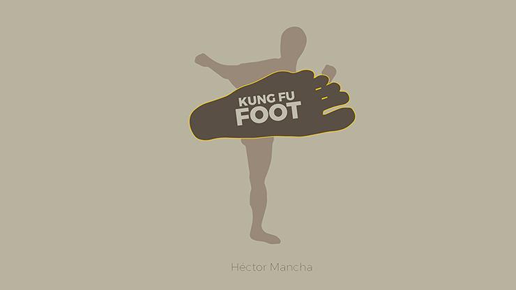 Kung Fu Foot (Gimmick and Online Instructions) by Héctor Mancha - Zuschauerkarte zw. Zehen