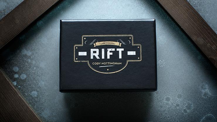 Rift (Gimmick and Online Instructions) by Cody Nottingham - Zuschauerkarte durchdringt Glasscheibe